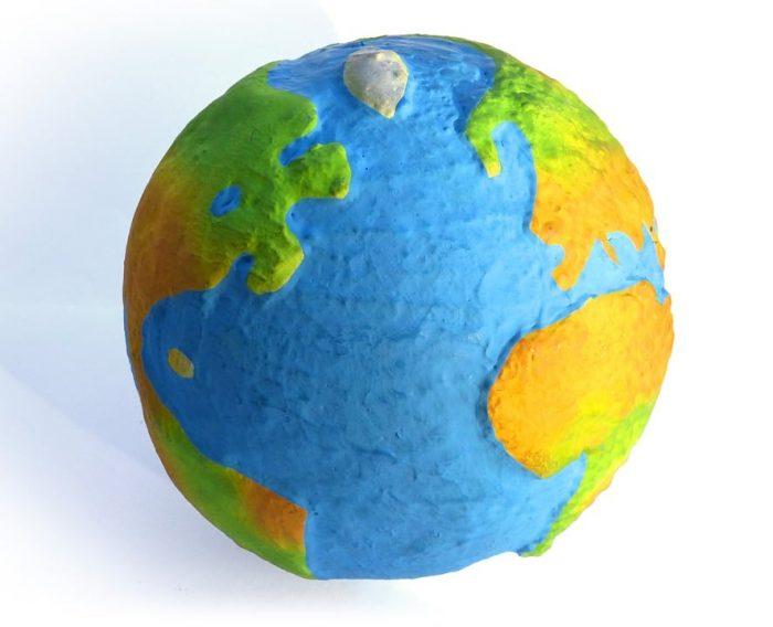 Cómo hacer una bola del Mundo con papel mache